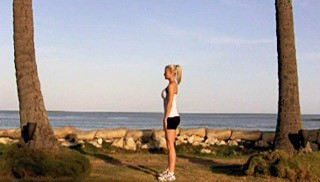beach bodyweight squat - step 3