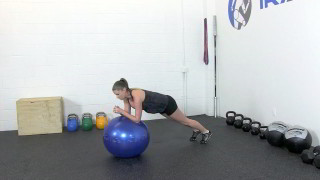 fit mom ball knee raise - step 1