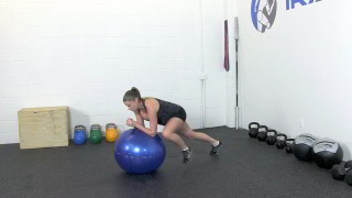 fit mom ball knee raise - step 2