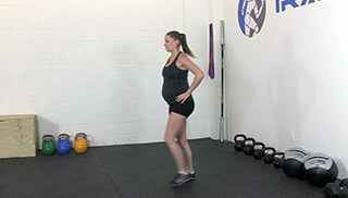 fit mom lunges - step 3
