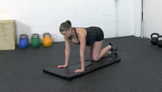 fit mom side knee raises - step 1