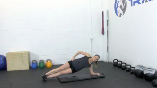 fit mom side plank - step 1